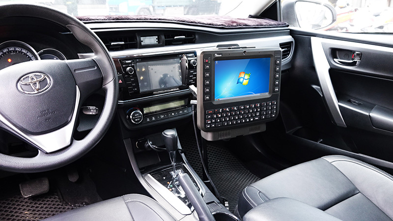 8-inch Vehicle Mounted Computer with QWERTY Keypad FM08 RAM Mount on vehicle